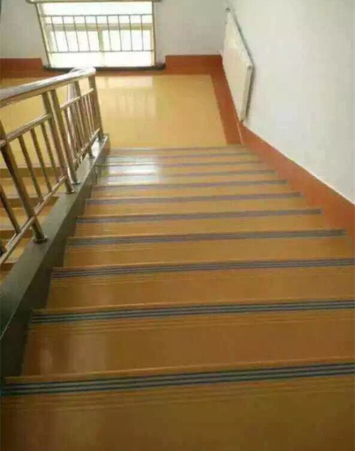 PVC幼儿园踏步地板