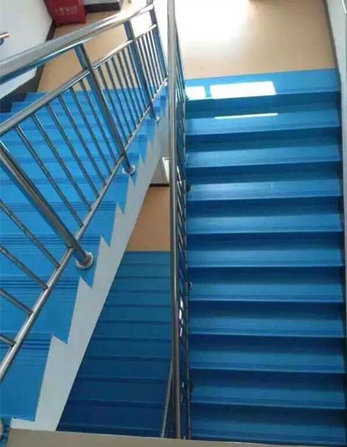 PVC幼儿园踏步地板.jpg